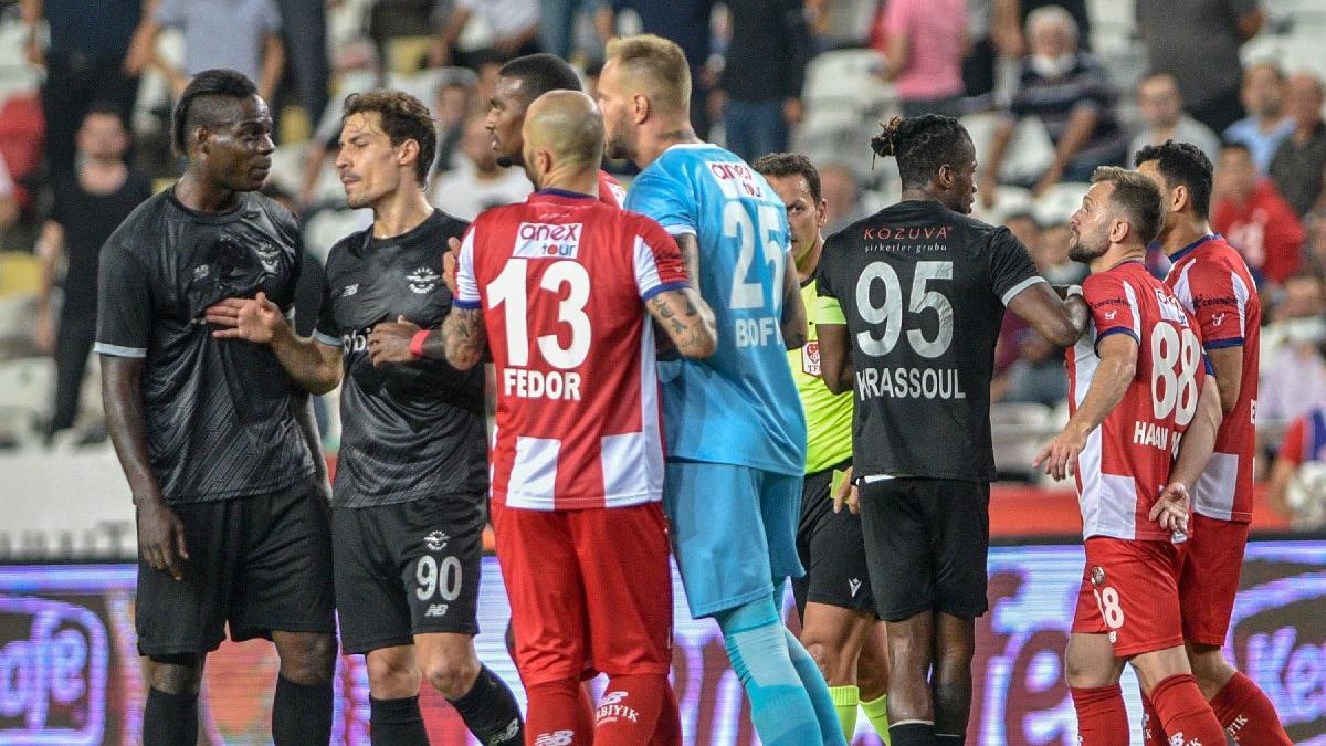 Antalyaspor tepkili! 'Balotelli'nin yaptığı hareketler es geçiliyor'