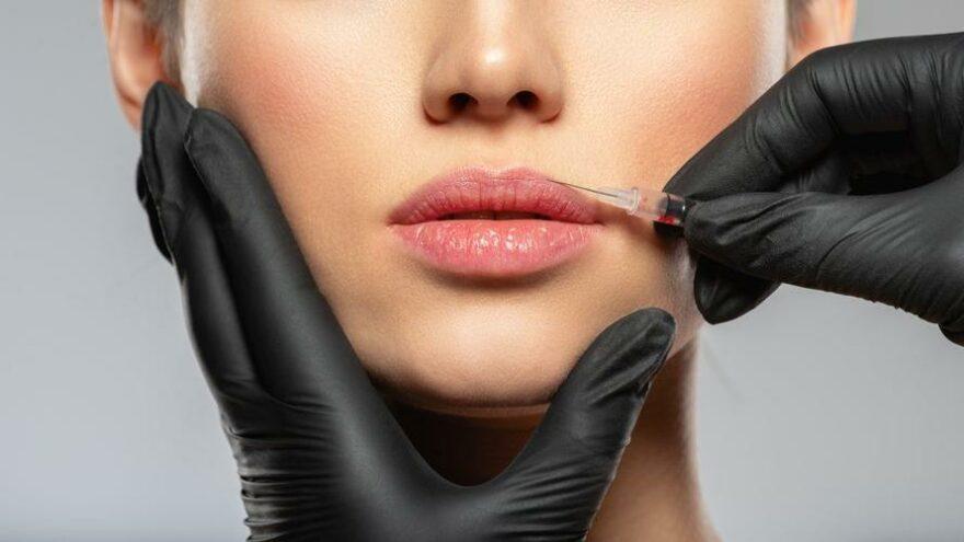 İngiltere'de 18 yaş altına botoks ve dudak dolgusu yasağı