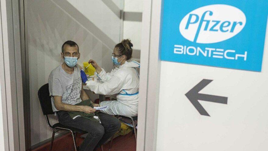 Pfizer-BioNTech aşısının 6 ay sonraki etkisi ortaya çıktı: Yarı yarıya düşüyor