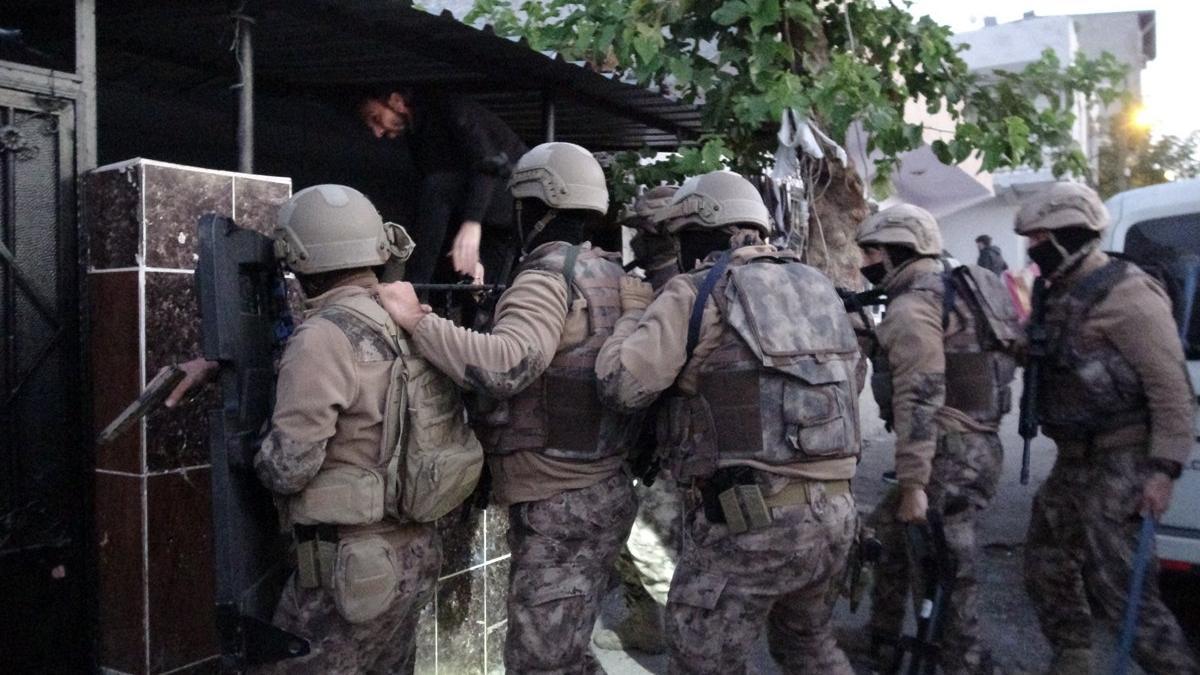 Bursa'da silah tacirlerine şafak operasyonu