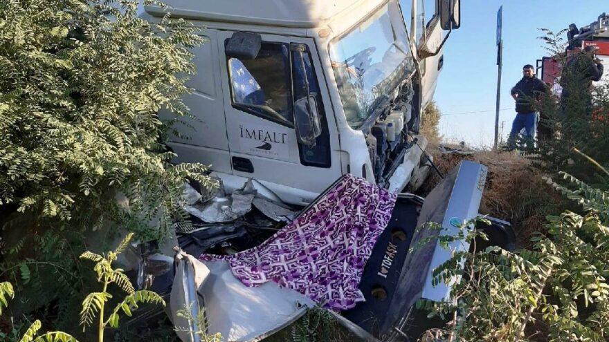 Anne ve oğlu trafik kazasında hayatını kaybetti