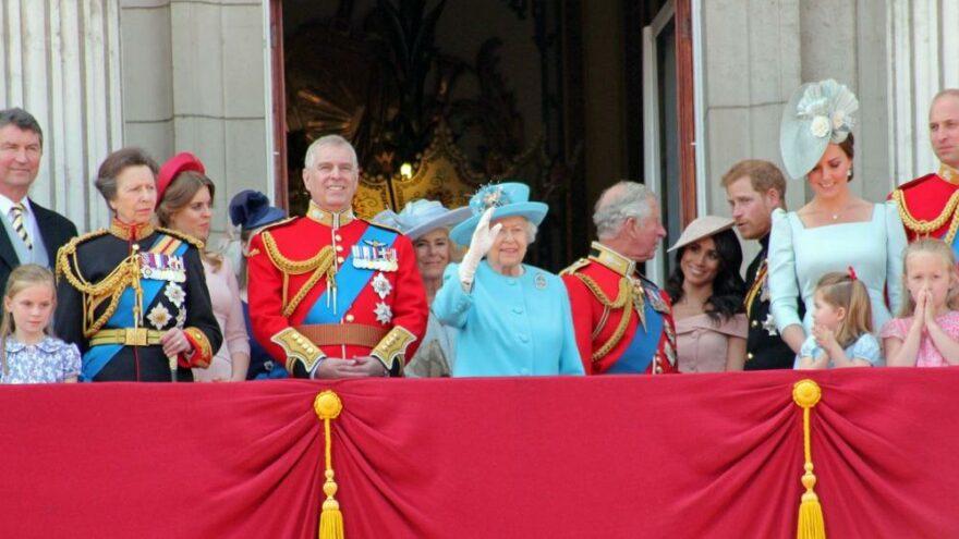 """Kraliyet ailesi """"Andrew Amca""""ya kapıları kapadı"""