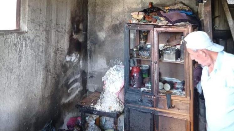 Evi yanan alheizmer hastası kadın ölümden döndü