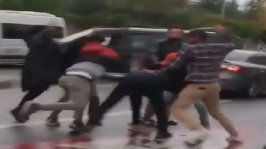 Sancaktepe'de kaza sonrası kavga; feci şekilde darbettiler