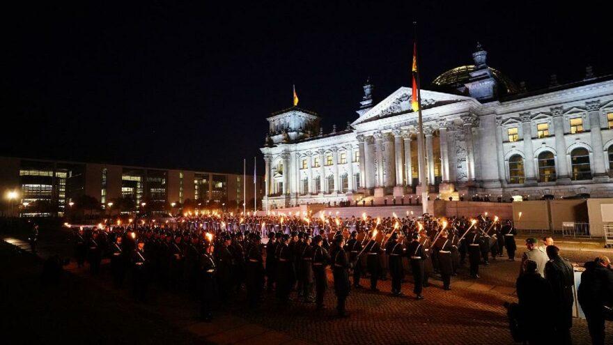 Afganistan'daki görevi biten Alman askerlerine tören