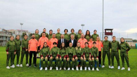 Başkan Ahmet Ağaoğlu, kadın futbol takımını ziyaret etti