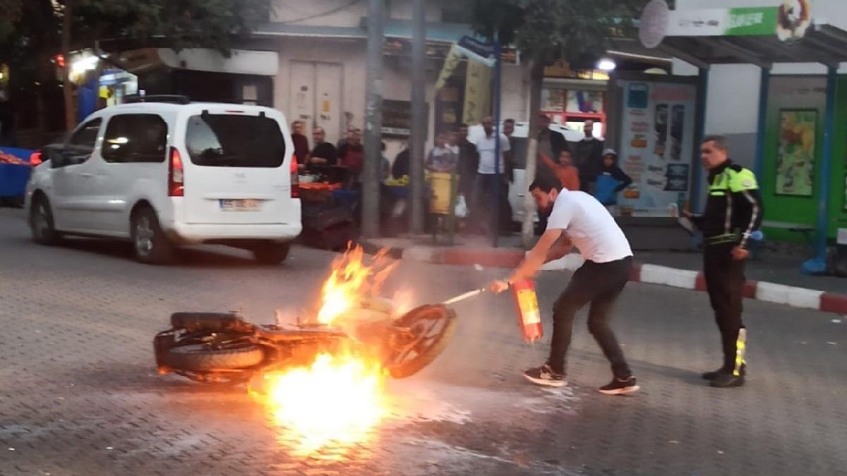 Kesilen cezaya isyan etti, motosikletini ateşe verdi