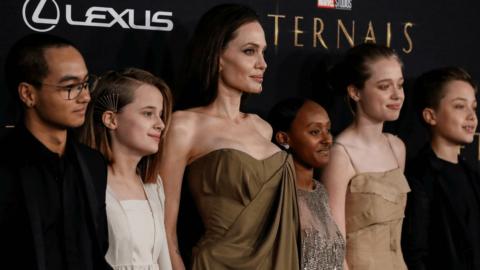 Angelina Jolie, yeni filminin galasına çocuklarıyla katıldı