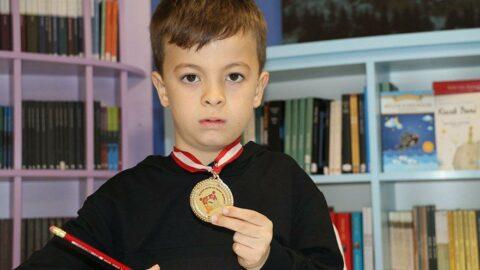 9 yaşında dünya matematik şampiyonu oldu
