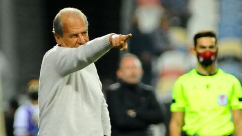 Mustafa Denizli'den taraftara övgü