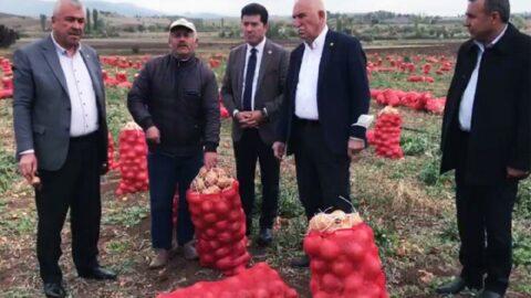 Soğanını satamayan üretici, 'AKP'ye kaç defa oy verdim' diyerek isyan etti