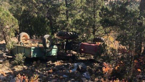 Traktör uçuruma yuvarlandı: 1 ölü, 3 yaralı