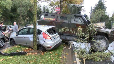 Zırhlı polis aracı 6 araca çarptı: 3 yaralı