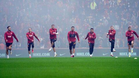 Galatasaray derbi öncesi statta taraftarıyla çalıştı