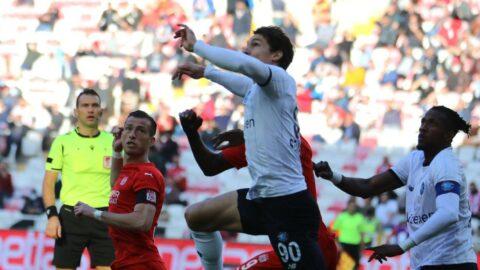 Sivasspor ile Adana Demirspor'un gergin maçında gülen yok!
