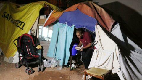 7 kişilik aile 2.5 aydır boş araziye kurdukları çadırda yaşıyor